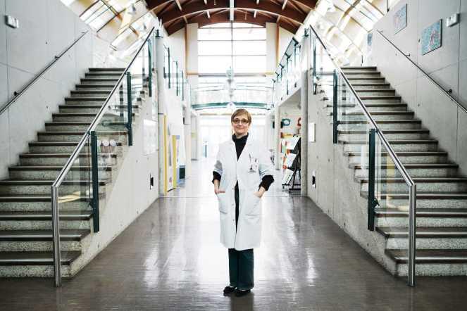 Dr AnneStoebner, addictologue clinique, médecin spécialisée santé publique médecine sociale, éducation thérapeutique des patients à l'Institut régional du cancer de Montpellier. À Montpellier le 7 février 2018.