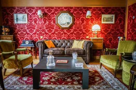 batch_Frida-Salon-Hemingway1